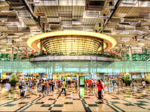 L'interno dell'aeroporto Changi di Singapore