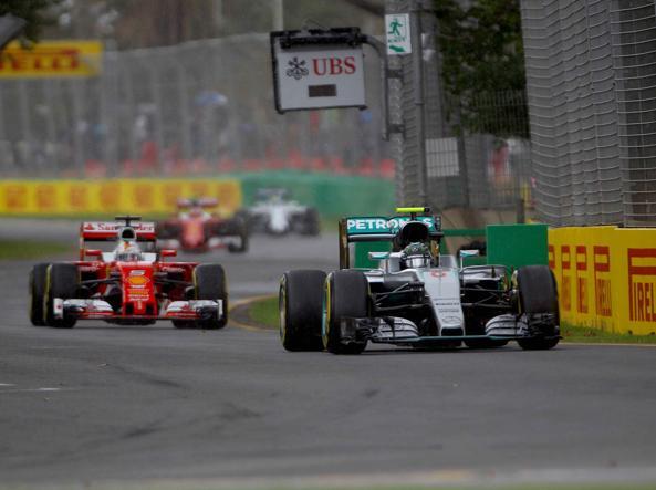 Nico Rosberg precede Seb Vettel nelle prove (LaPresse)