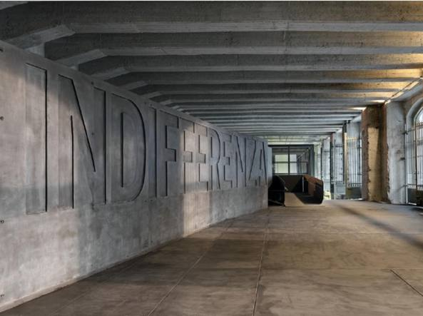La prima sala del Binario 21 alla Stazione centrale di Milano, progetto degli architetti Annalisa de Curtis (1969) e Guido Morpurgo (1964)