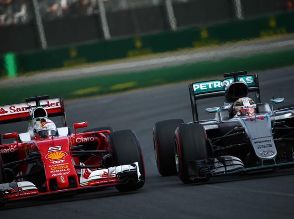 Sebastian Vettel  e Lewis Hamilton (Lapresse)