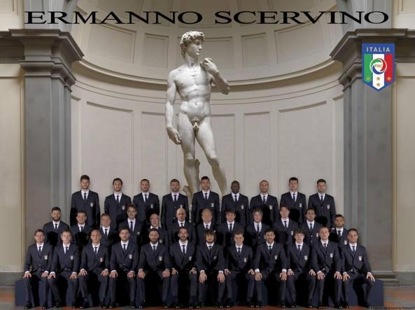 La Nazionale con la nuova divisa davanti al David di Michelangelo