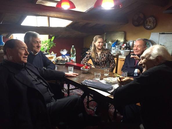 La visita di Silvio Berlusconi, Gianni Letta e Antonio Tajani (Ansa)