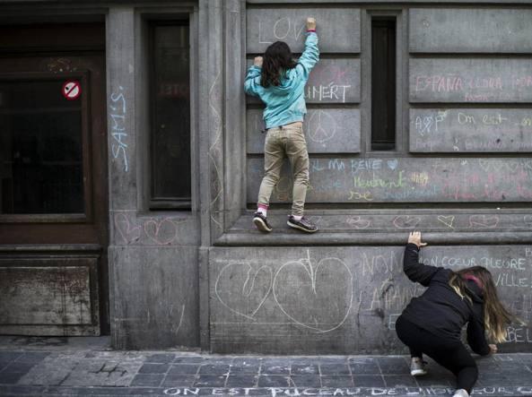 Graffiti per  Bruxelles (Epa)