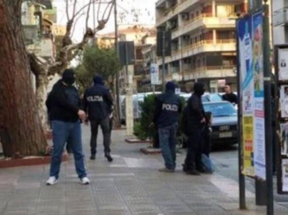 L'arresto a Bellizzi in una foto diffusa dalla Polizia di Stato su Twitter