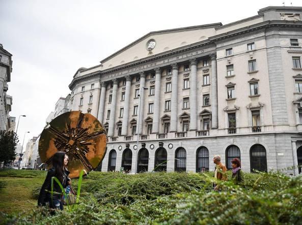 La sede della Bpm in piazza Meda a Milano. L'istituto ha raggiunto un accordo con il Banco Popolare per una fusione (fotogramma)