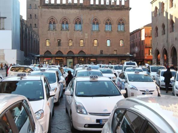 Tassisti a Bologna (Ansa)