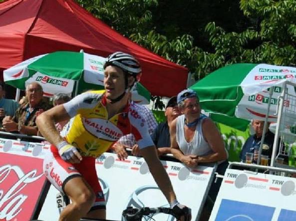 Gand-Wevelgem, ciclista belga investito da una moto: è grave
