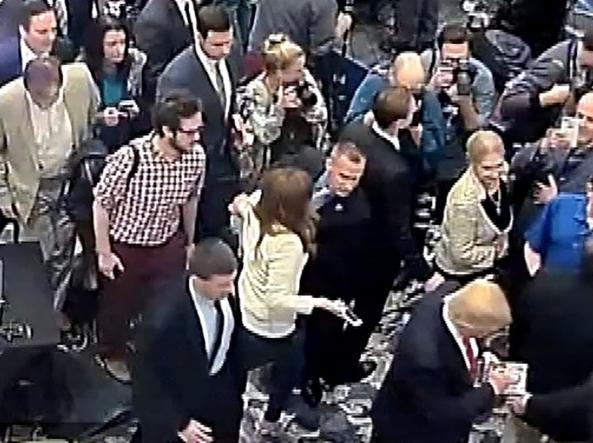 Il momento dello scontro fra Lewandowski e Fields (Reuters)