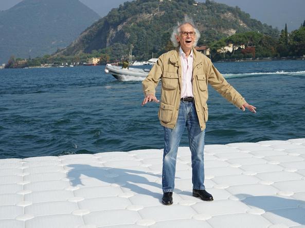 L'artista di origini bulgare Christo sul lago d'Iseo (foto Wolfgang Volz)