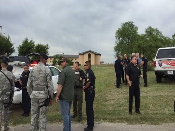Usa, sparatoria in una base militare: 2 morti, è caccia all'uomo