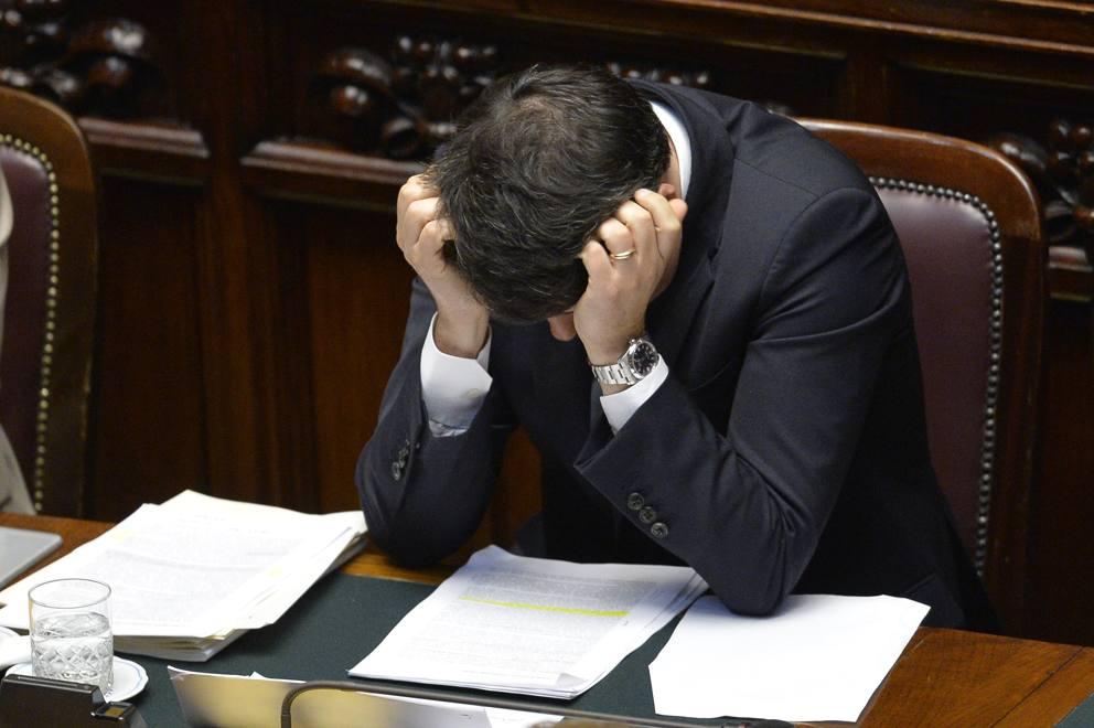 Renzi alla Camera e gli appunti sul tavolo: «Non è una riforma ...
