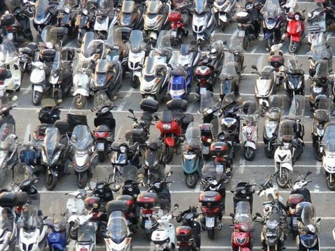 Napoli: sequestrate centinaia di moto rubate pronte a partire per l'Africa