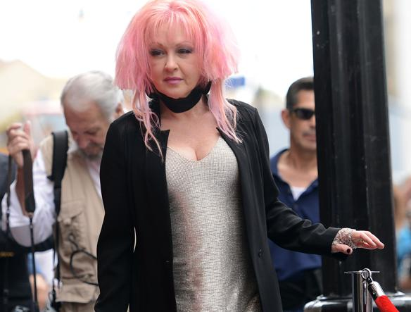 Cyndi Lauper ha ricevuto la sua stella sulla Hollywood Walk of Fame a Los Angeles (Reuters)