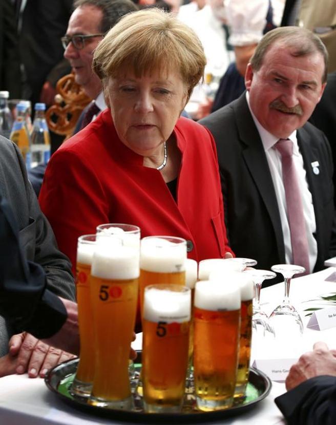 Il senso di Angela per la birra (e la festa dei 500 anni)Le immagini