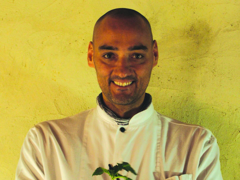 Chef vegano cucina per i poveri ma loro vogliono la carne