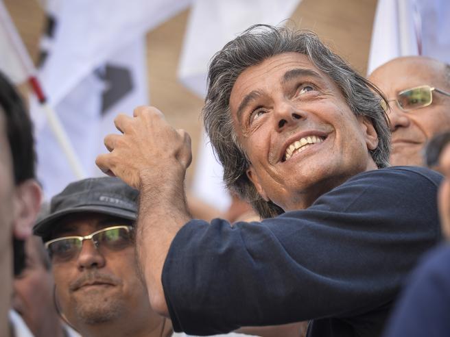 «L'ex premier apre  nuove stradeIl vecchio centrodestra è morto»
