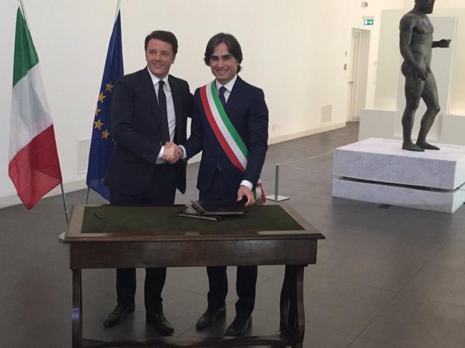 Risplendono i Bronzi di  Riace Renzi: «Ci vuole il coraggio dell'Italia che dice sì» Video