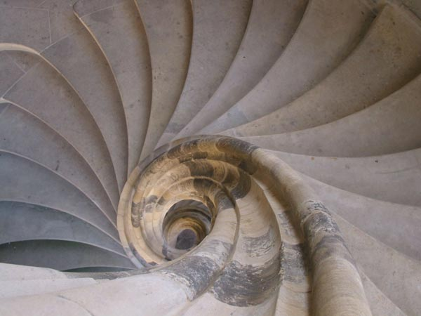 Dal portogallo a firenze ai musei vaticani le scale pi for Sala di piani quadrati a chiocciola