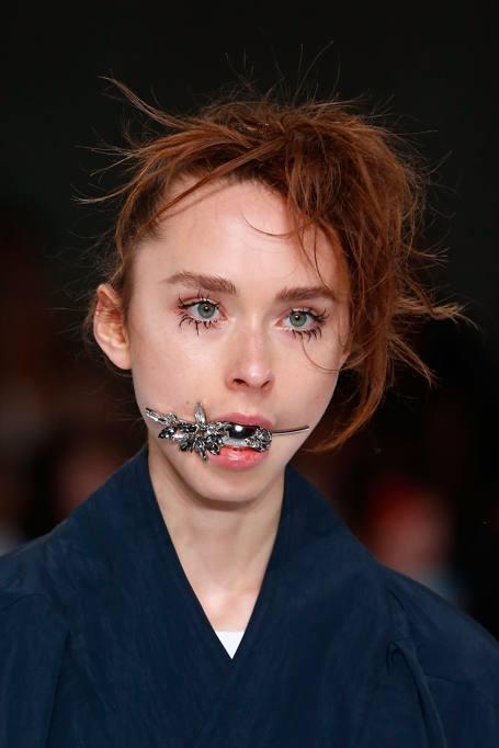 Caduta show e bocche tappate con gioiello le modelle for Bocca mani piedi si puo fare il bagno
