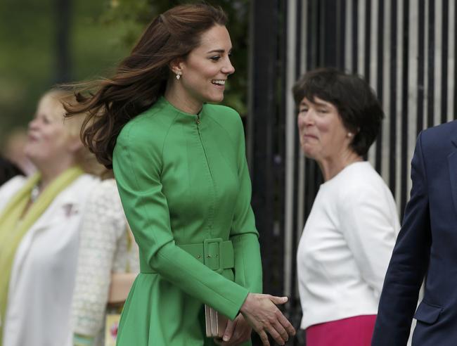 Londra, Kate «ricicla» il vestito magnolia indossato al battesimo di George
