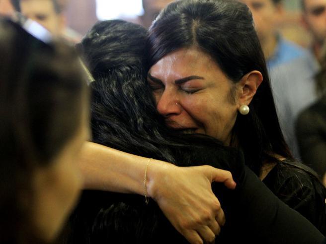 Egyptair,  «È stata una bomba».  Ma è scontro tra periti  Dubbi dell'Europa sul Cairo|Foto