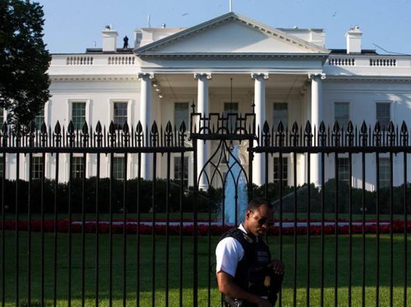 La casa bianca diventa una fortezza for Costo della costruzione di una nuova casa