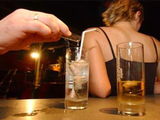 Pericolo droghe, nei locali meglio tenere d'occhio il proprio drink