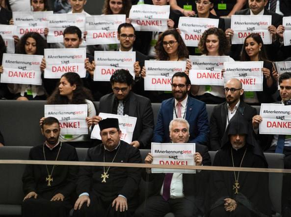 Il Bundestag: la strage degli Armeni fu un