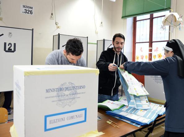 Amministrative. Alle 12 affluenza al 17,99% per le elezioni comunali