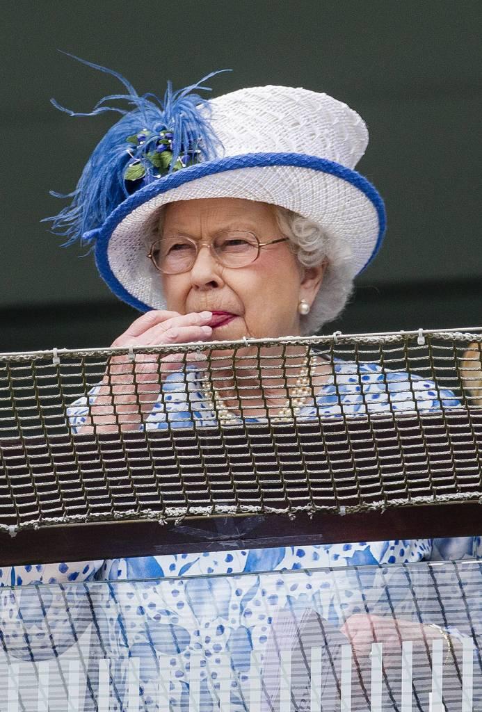 Elisabetta ii perde il suo aplomb e alla gara di cavalli for La regina elisabetta 2
