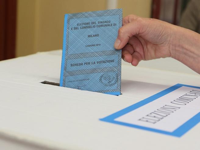 Corruzione elettorale, inchiesta a NapoliDue indagati pd, perquisite le sedi Video