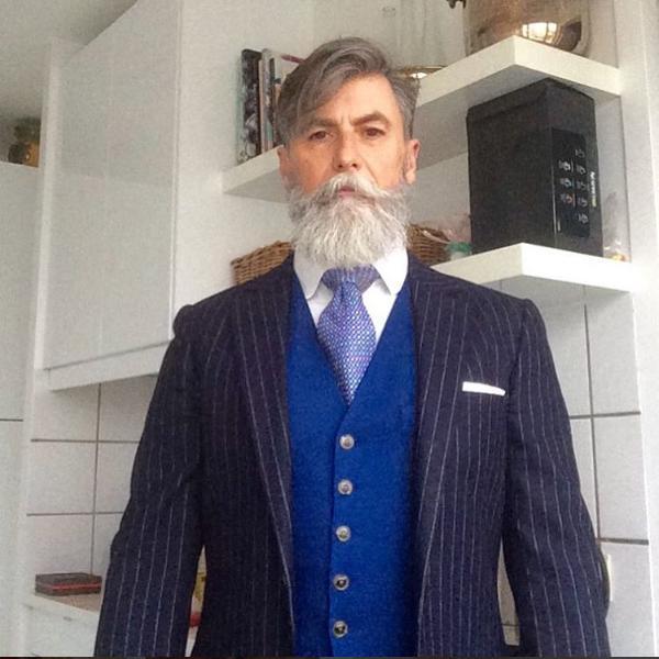 un 60enne parigino perde il lavoro e si reinventa modello grazie alla barba. Black Bedroom Furniture Sets. Home Design Ideas
