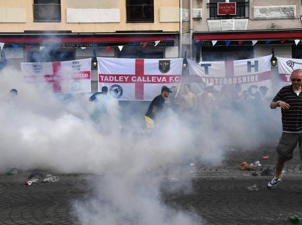 Фанаты «Локомотива» во время столкновения в Марселе украли флаг английских болельщиков