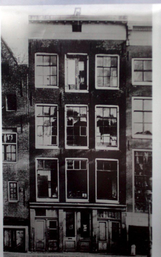 Il 25 giugno 1947 viene pubblicato il diario di anna frank - Casa anna frank ...