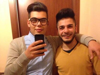 Seby Miceli, con gli occhiali, e il suo amico Emanuele