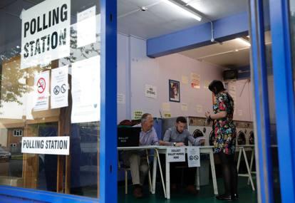 Brexit, la Gran Bretagna al voto: code ai seggi, si vota per restare o lasciare l'Unione Europea