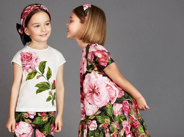 Bambini vestiti da adulti  il gioco surreale della moda . 119954ddc55