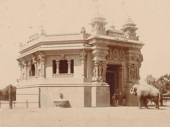 Una foto storica del 1904 dello zoo di Buenos Aires: il palazzo degli elefanti ispirato a un tempio indù