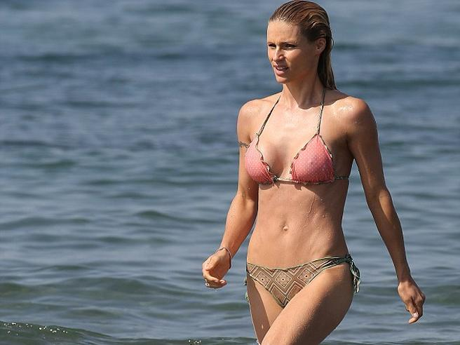Il bikini compie 70 anni, Michelle Hunziker fa da testimonial