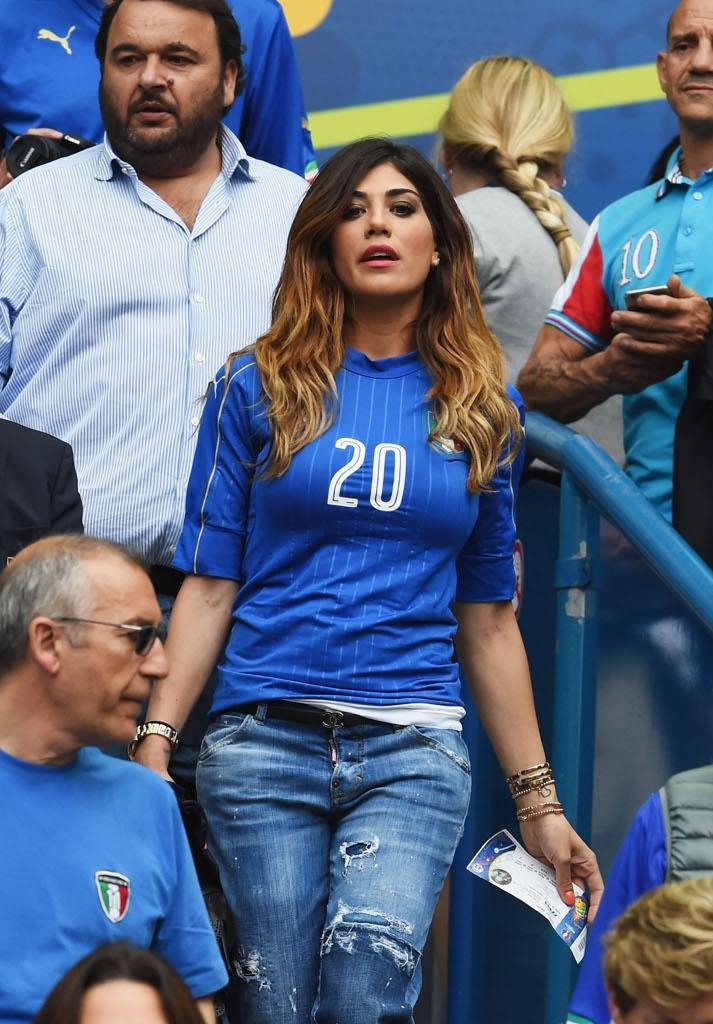 Euro 2016 italia spagna la sfida del tifo sugli spalti - Moglie immobile ...