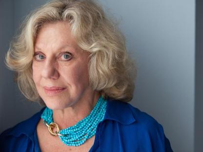 La scrittrice americana Erica Jong, 74 anni, � autrice di molti bestseller tra cui �Paura di Volare�che ha venduto 27 milioni di copie. Il primo luglio  � a Capri