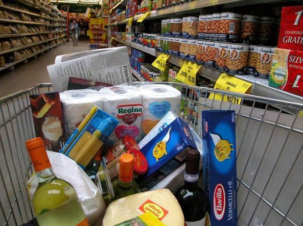Prezzi, -0,4% a giugno: quinto mese in deflazione