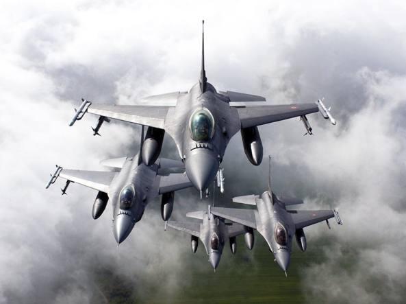 F 16 in forza all'Aeronautica italiana