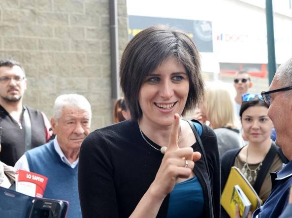M5S: Chiara Appendino licenzia 3000 dirigenti, ma è un fake satirico