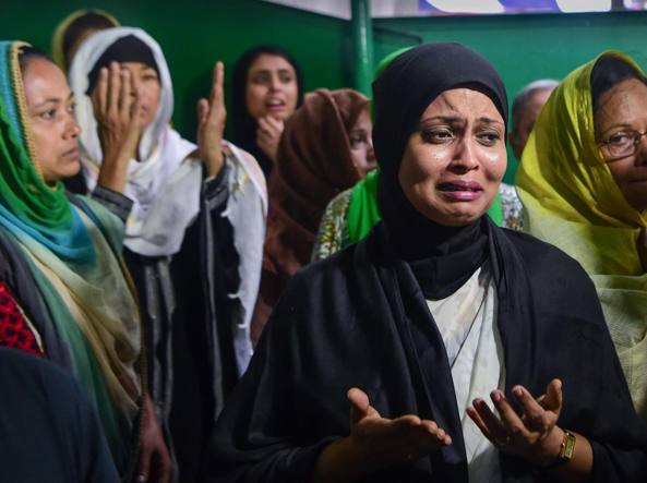 I funerali delle vittime dell'attentato a Dacca (Afp)