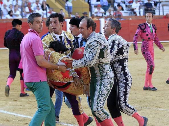 Spagna, torero 29enne muore incornato durante la corrida