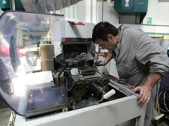 Industria, nuova frenata della produzione. A maggio -0,6%, primo calo 2016