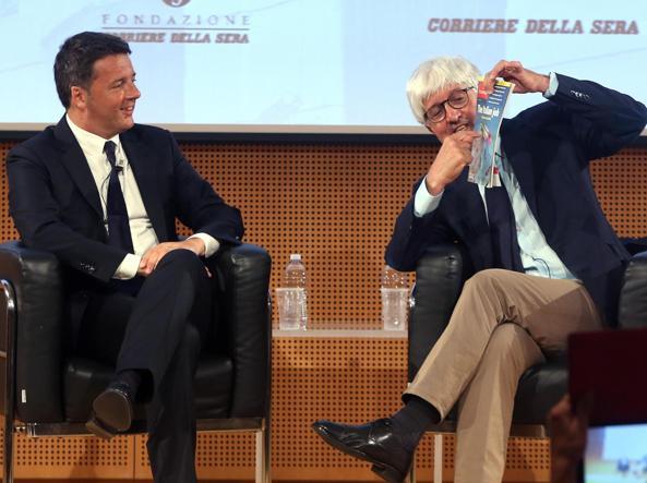 Matteo Renzi durante il colloquio con Beppe Severgnini al Corriere della Sera