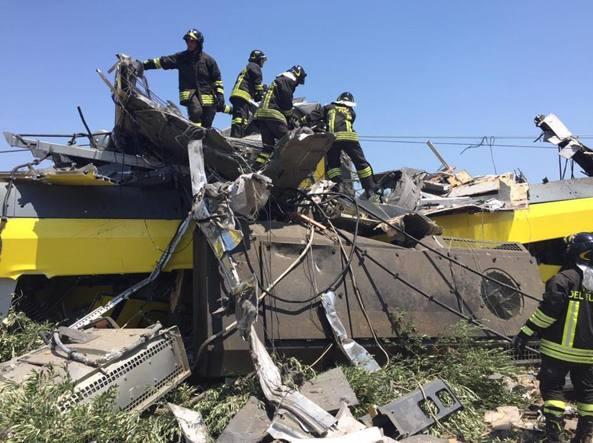 Scontro treni: sospesi i capistazione di Andria e Corato