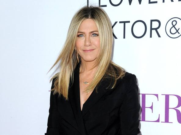Incinta? Grassa? Jennifer Aniston sbotta: